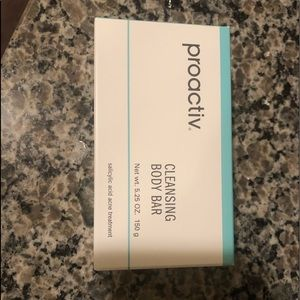 Proactive cleansing body bar